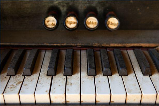 antique-piano
