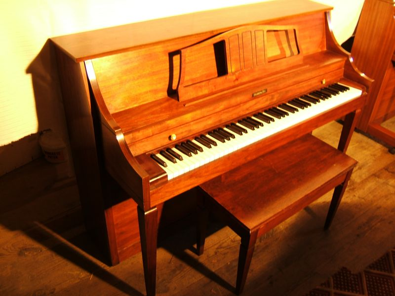 baldwin-upright-piano