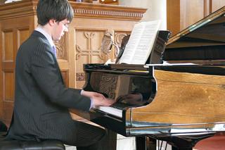 baby-grand-piano-16